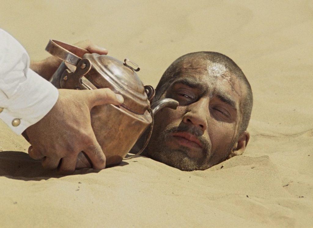 Горожанам рекомендуется употреблять больше жидкости. Фото: скриншот «Белое солнце пустыни», YouTube