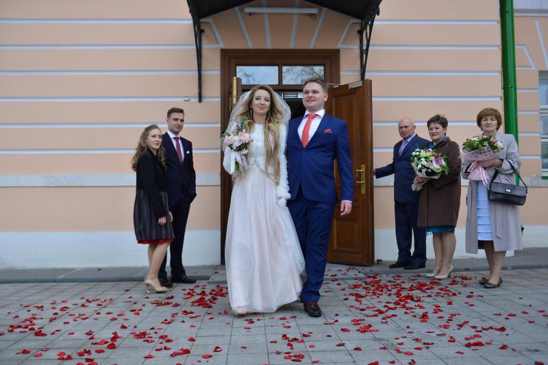 Около полутора тысяч пар поженились на Красную горку в столице