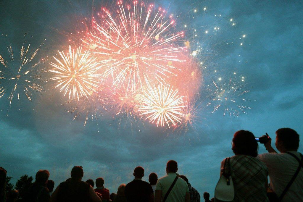 Праздничный фейерверк ко Дню Победы запустят на семи площадках в Новой Москве