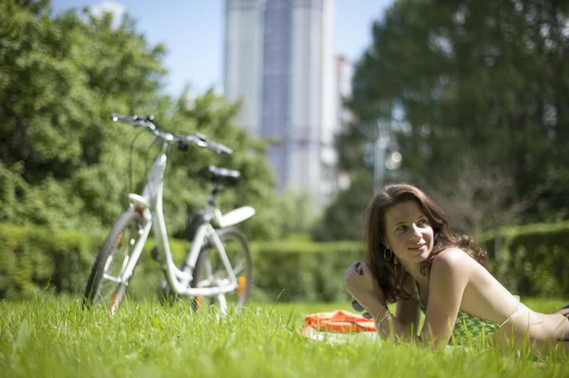 Кошение газонов начинается в мае и продолжается по октябрь. Фото: Александр Кожохин