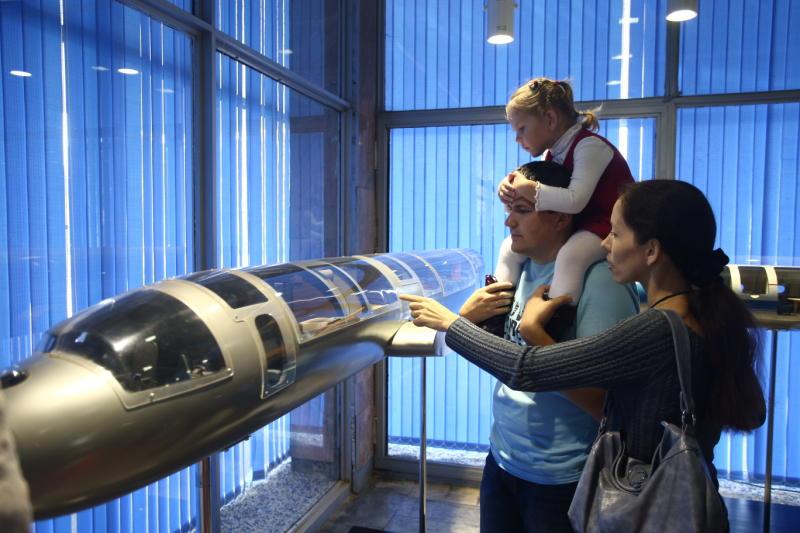 Собянин сошкольниками посетил авиационный завод врамках акции «День без турникетов»