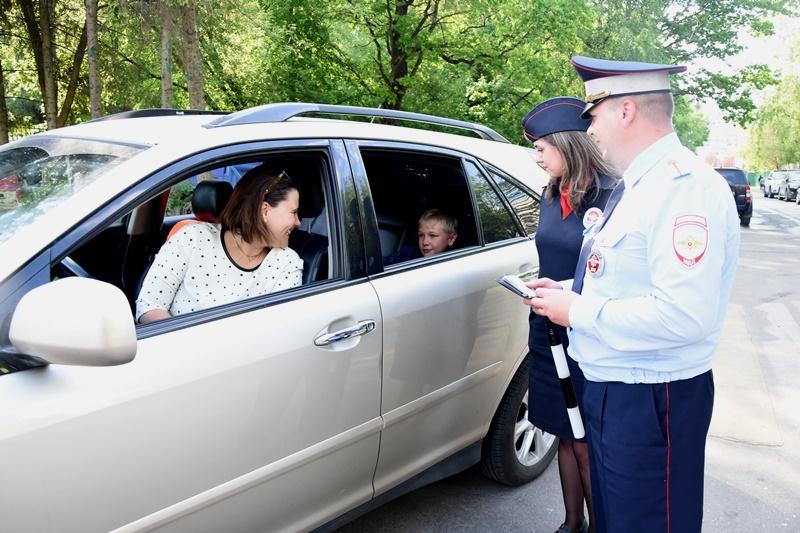 В ТиНАО инспекторы ГИБДД провели мероприятие «Ваш пассажир - ребенок»