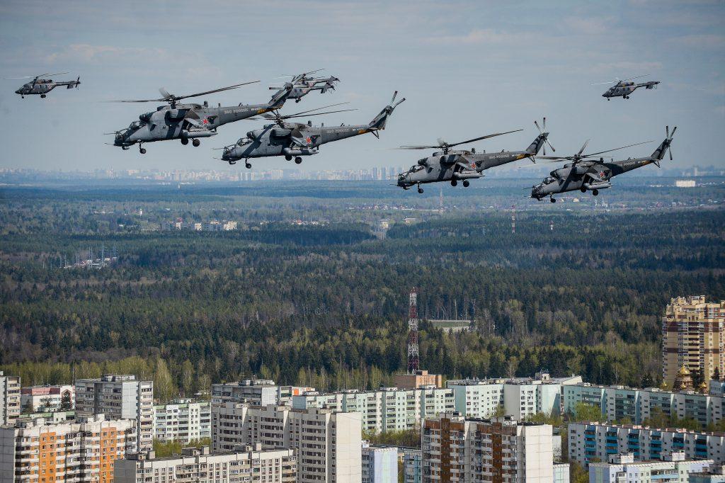 Над Москвой «пролетела» репетиция воздушной части парада Победы