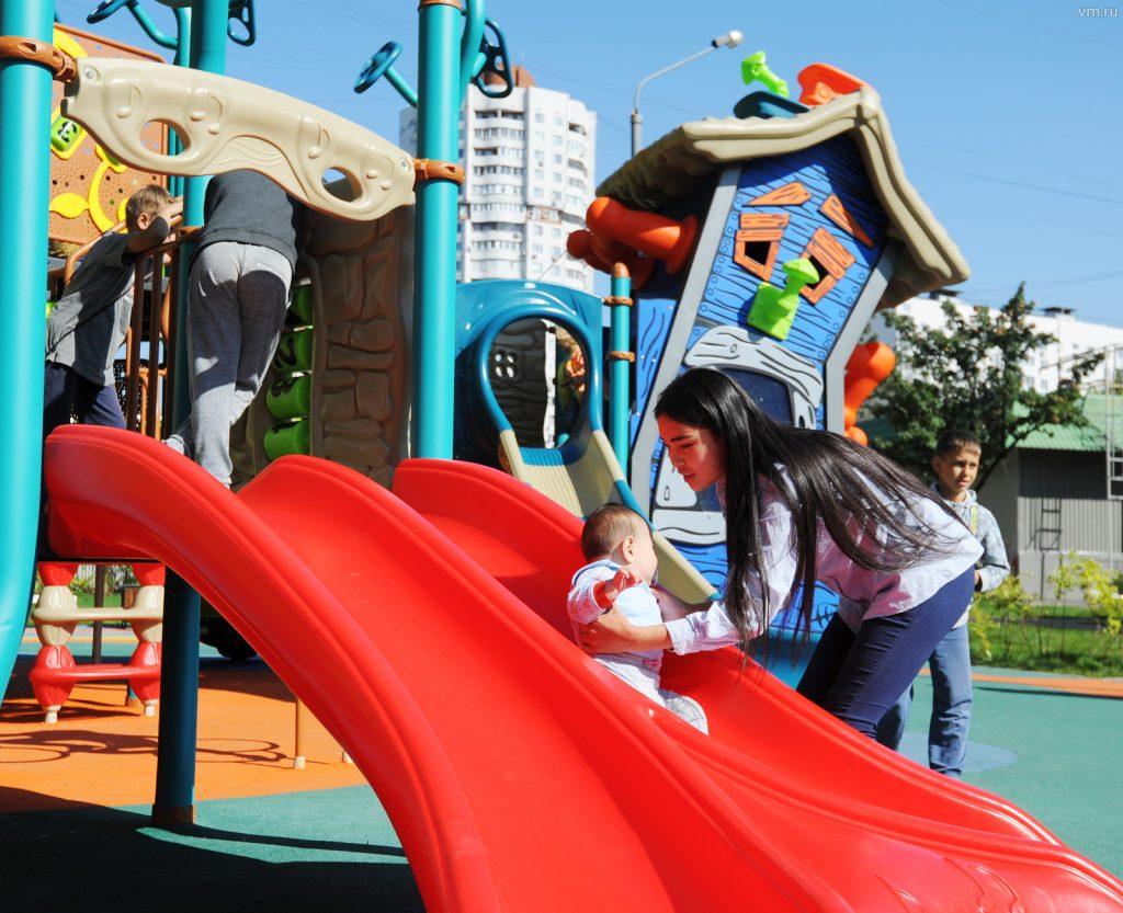 Проверку безопасности организуют на детских площадках в столице