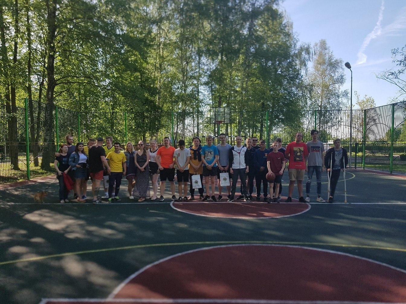 Молодые парламентарии Михайлово-Ярцевского поучаствовали в соревнованиях по стритболу