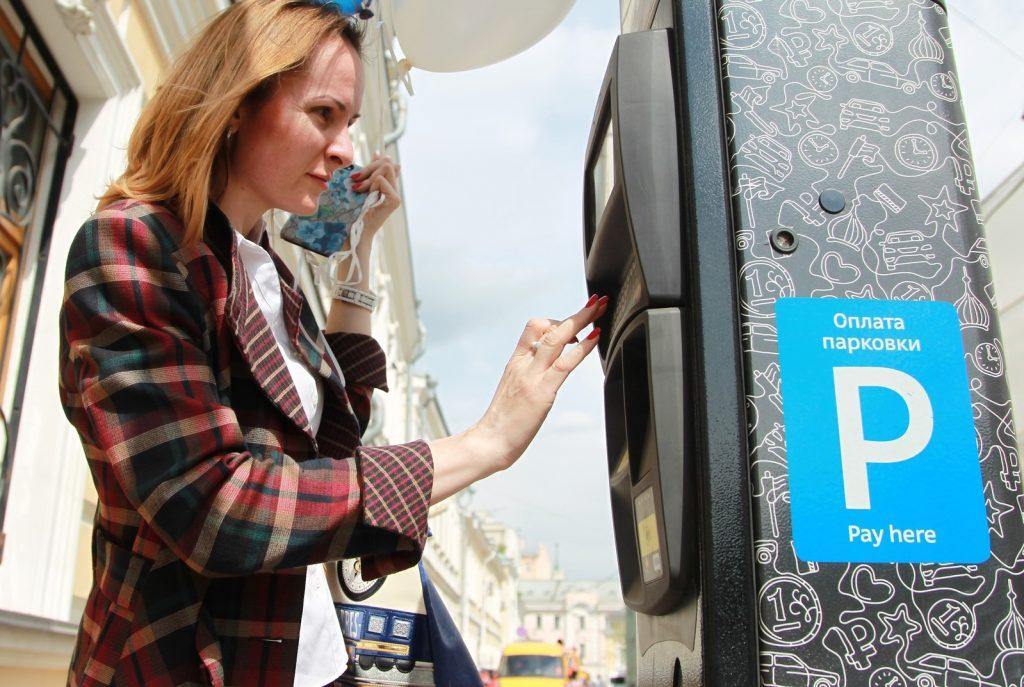 Специалисты восстановили сервис по оплате парковок через SMS. Фото: Наталья Нечаева