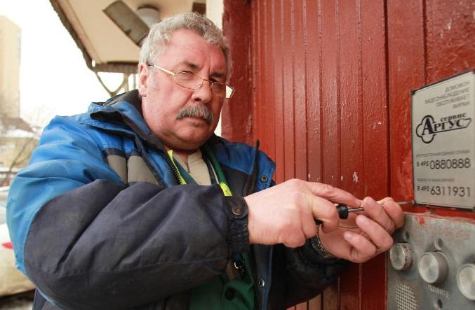 Ремонт входных дверей в жилых домах проведут в Сосенском. Фото: архив