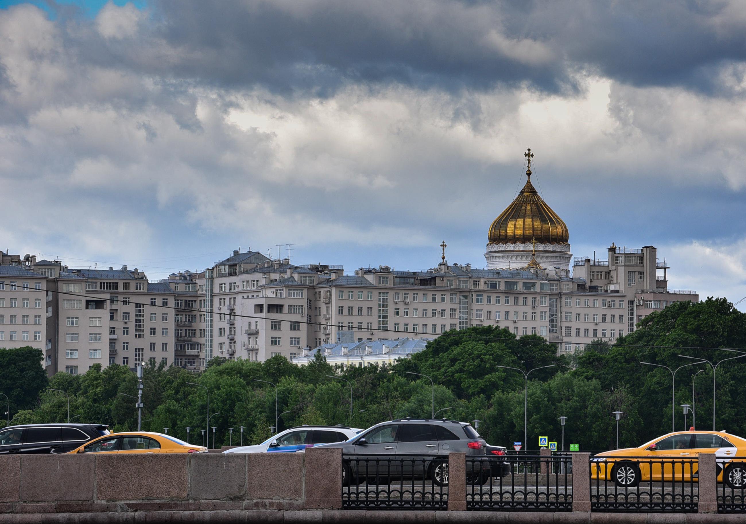 Погода опасна: во вторник Москву ждет ветер