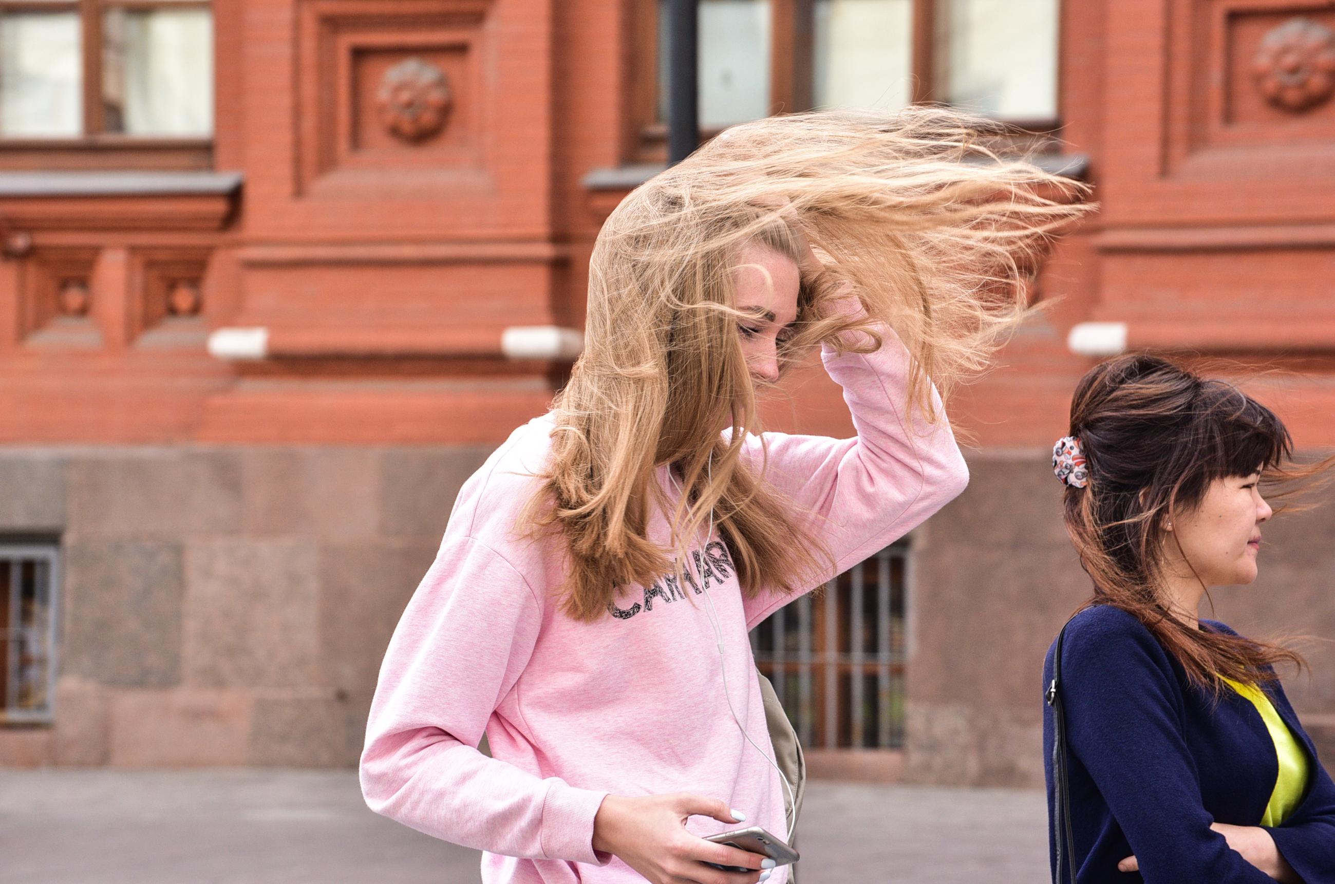 Жителей Москвы вновь напугали опасным ветром