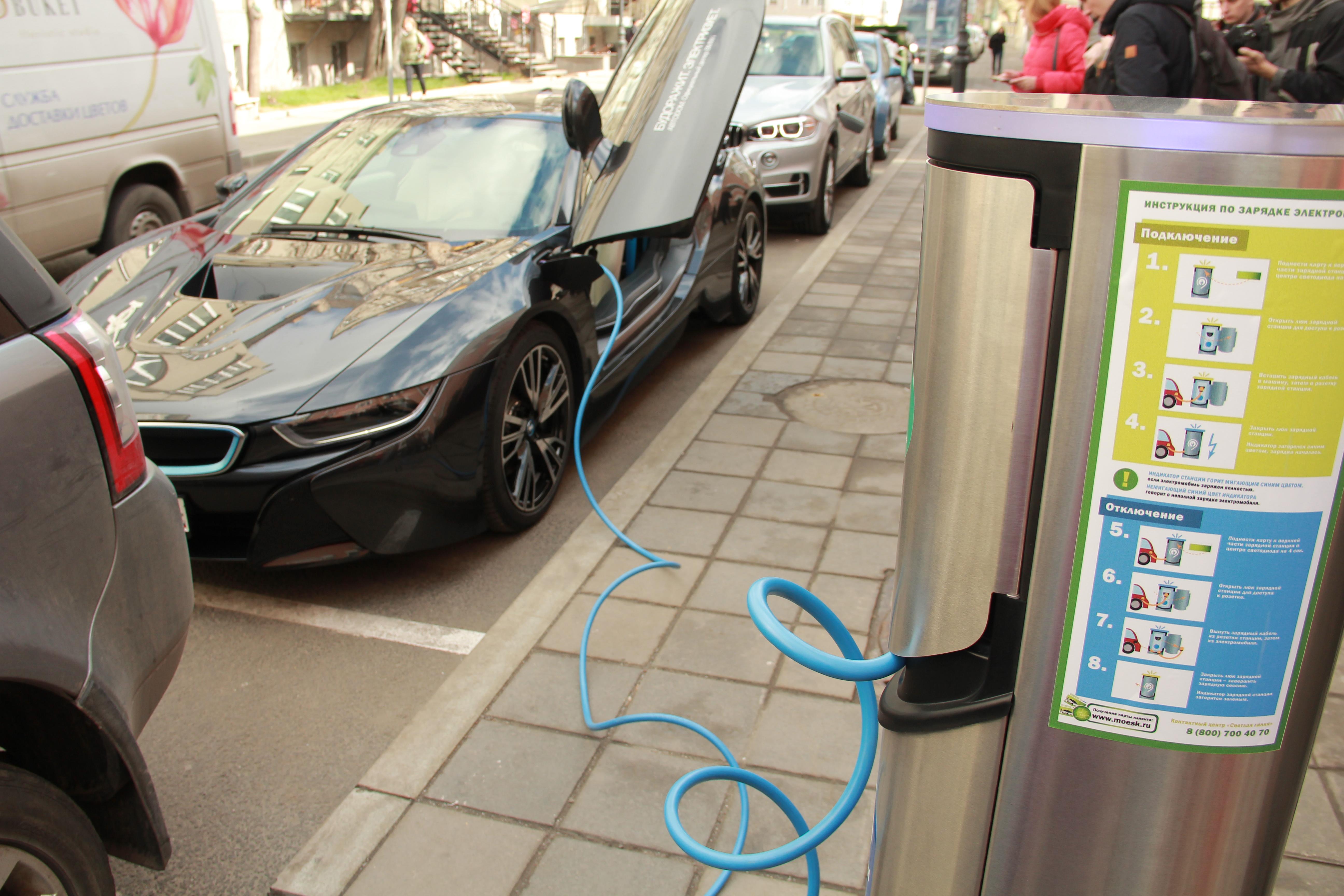 В Мосгордуме обсудят «закрепление» парковок за владельцами электромобилей