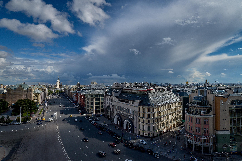 Москве пообещали вечернюю грозу в понедельник