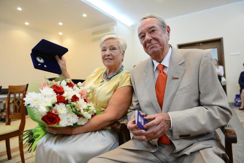 Триста супружеских пар Москвы наградят медалями «За любовь и верность»