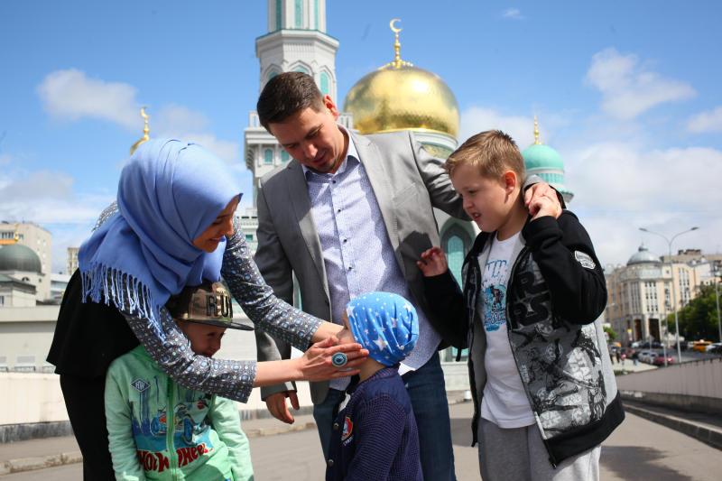 Более 200 тысяч мусульман пришли на праздничную молитву в Москве