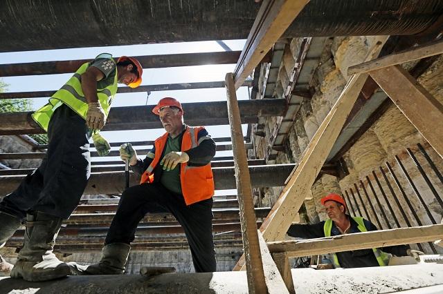 Работы по капитальному ремонту дома стартовали в Сосенском