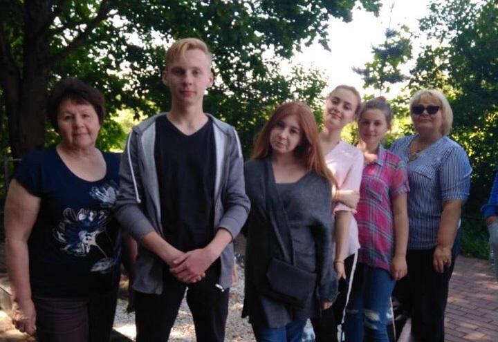 Патронатную акцию организовали на территории у памятников в Филимонковском