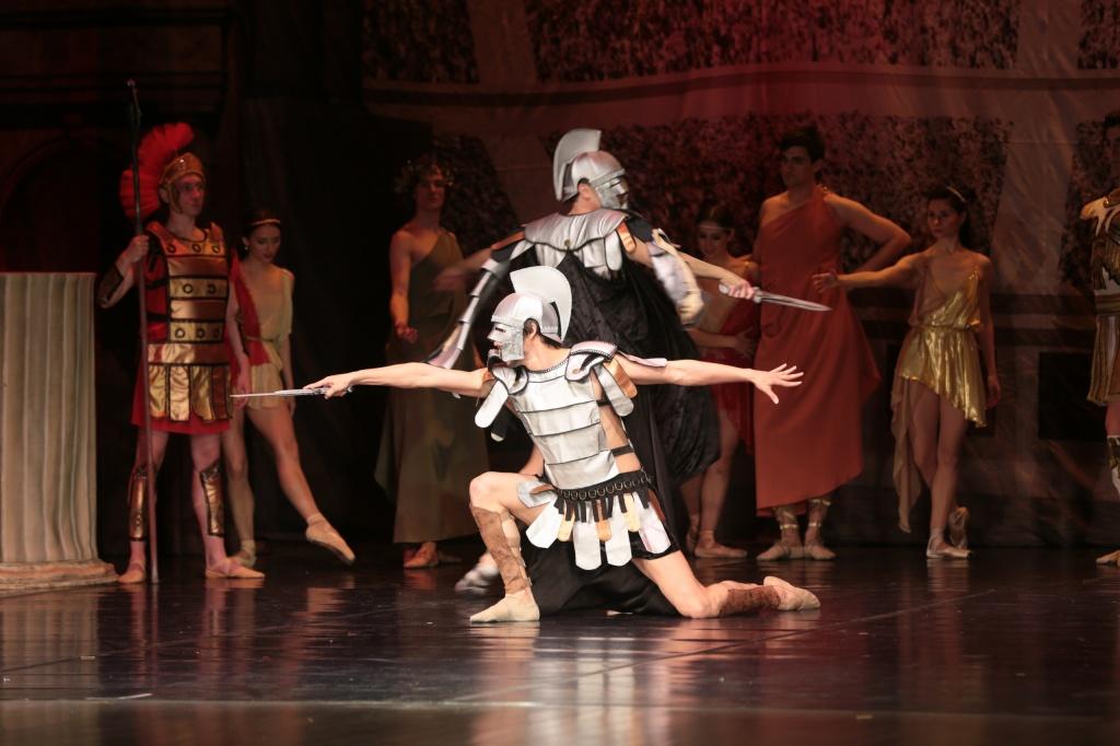 Балет «Спартак» показали жителям Сосенского