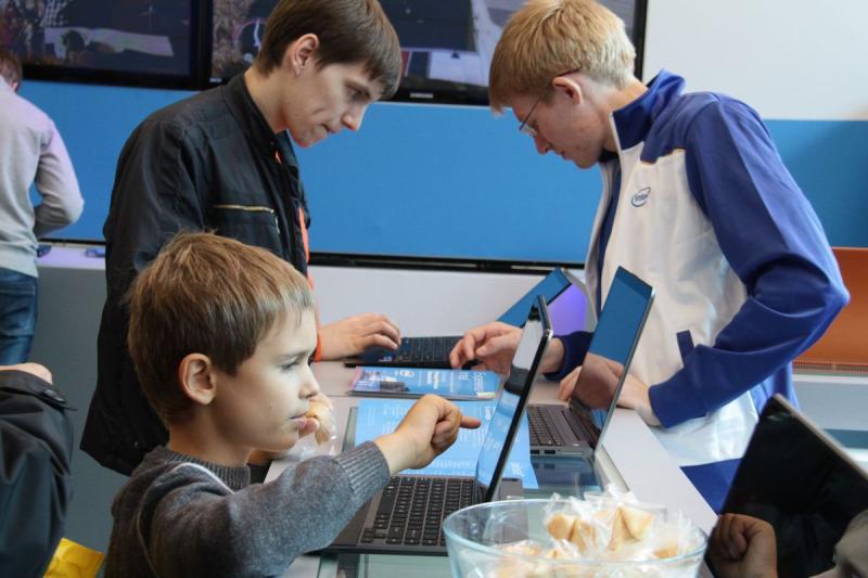 Технопарки подготовили познавательные программы для столичных школьников