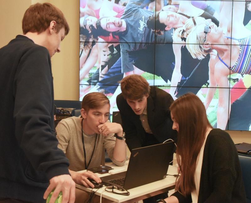 Волонтерам избирательного штаба Собянина выбрали дизайн формы. Фото: архив