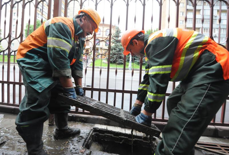 Ливневую канализацию почистили в Московском. Фото: архив, «Вечерняя Москва»