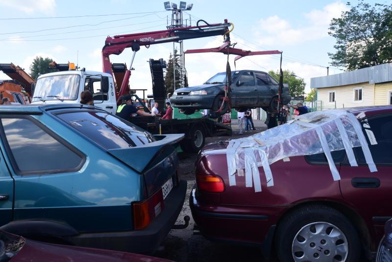 Рейд по обнаружению брошенных транспортных средств провели в Сосенском