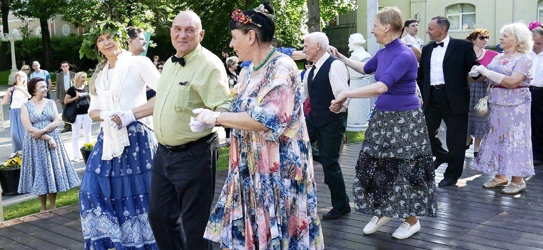 Танцевальный ретро-вечер провели в Щербинке