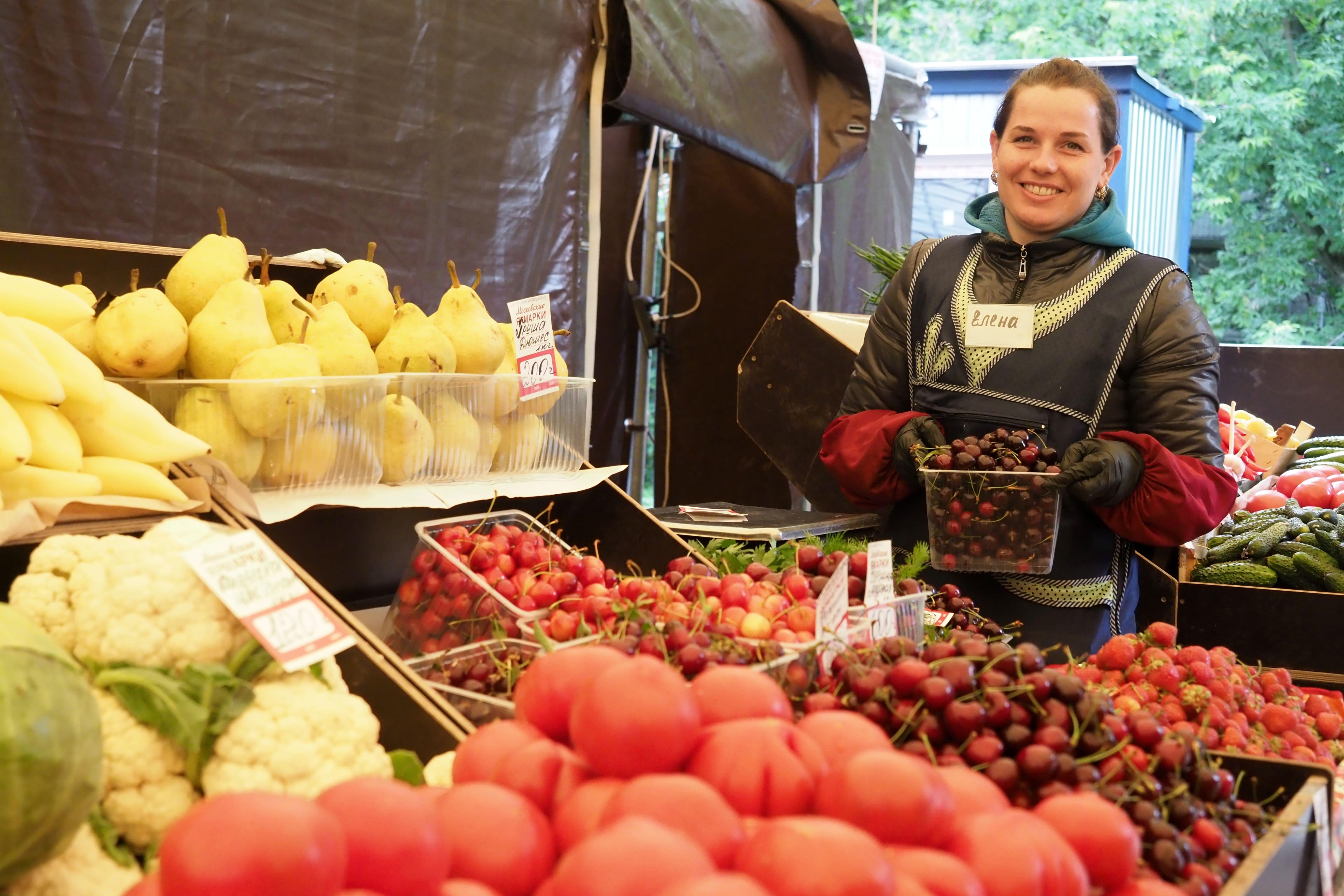 Более 900 тон ягод продали на столичных ярмарках