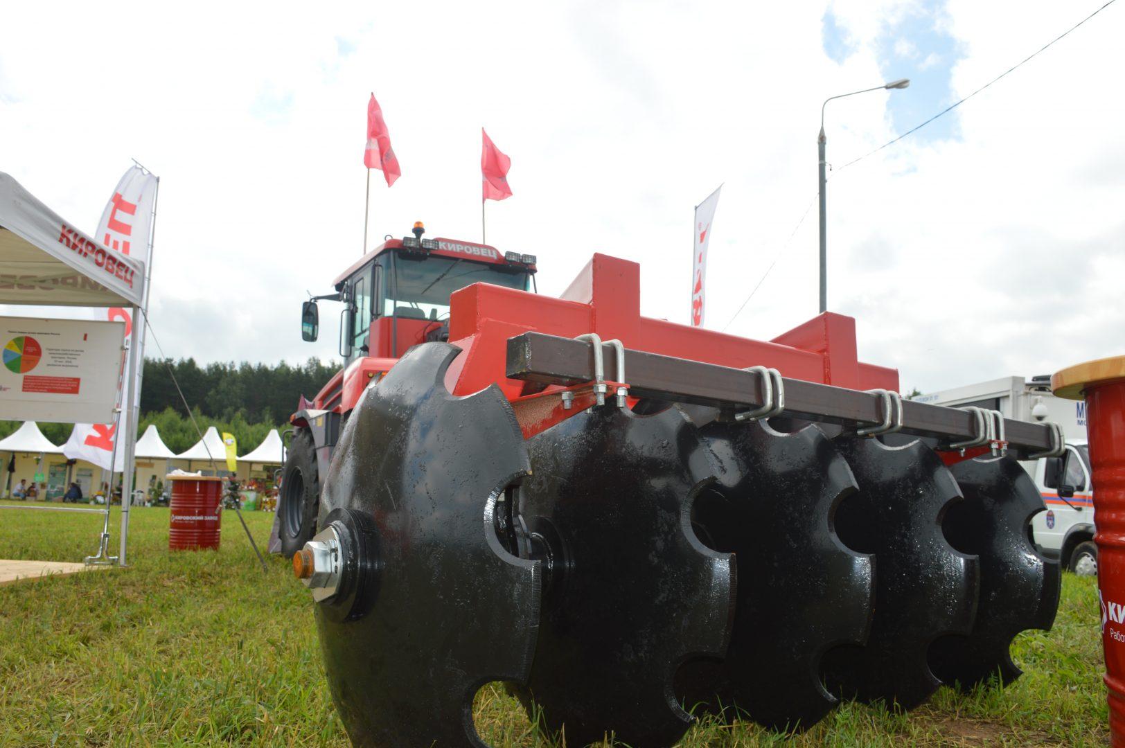 Новейшая модель трактора «Кировец». Фото: администрация поселения Марушкинское