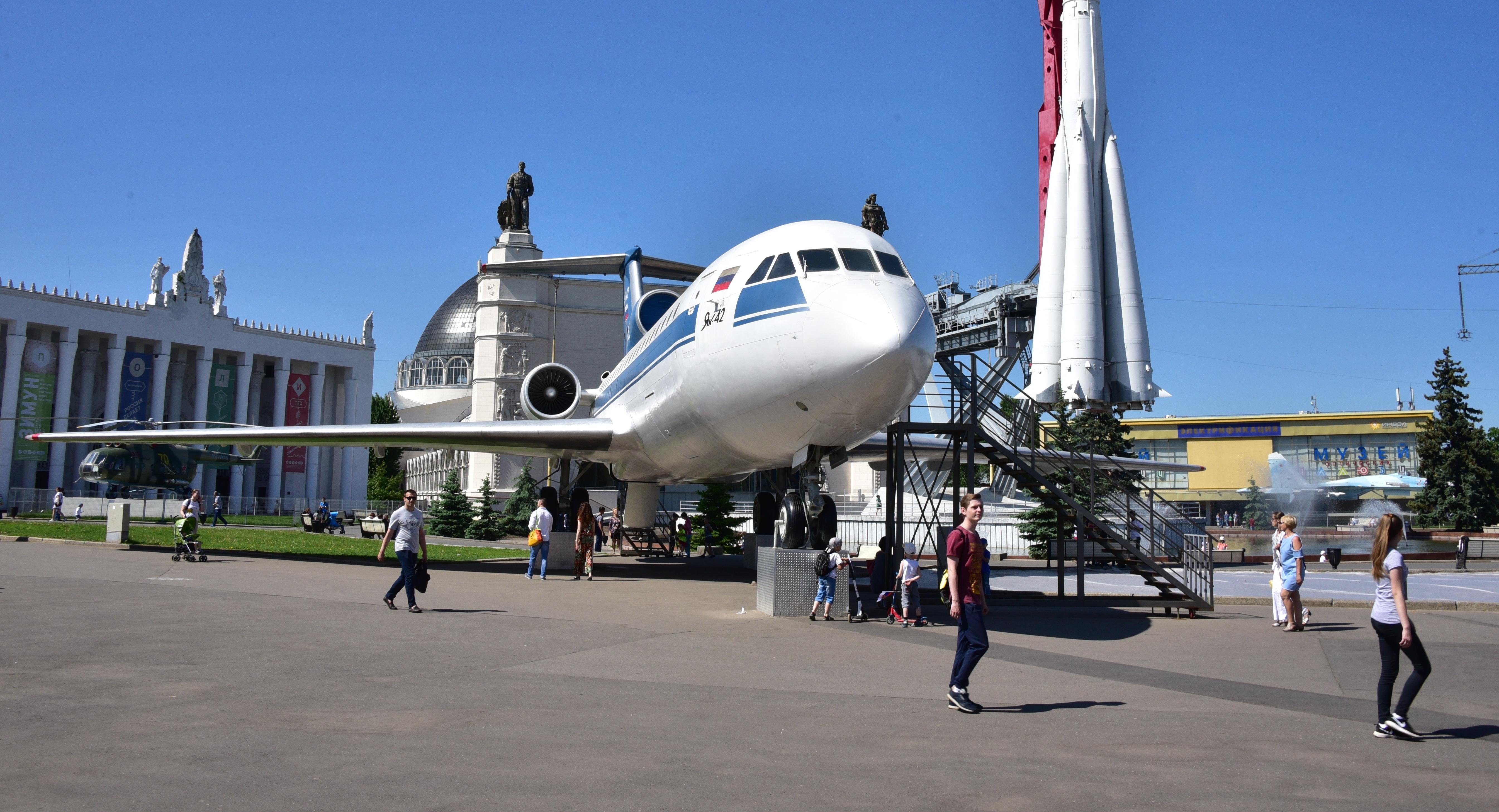 Москвичей пригласили на «Космическую эстафету» в самолете Як-42