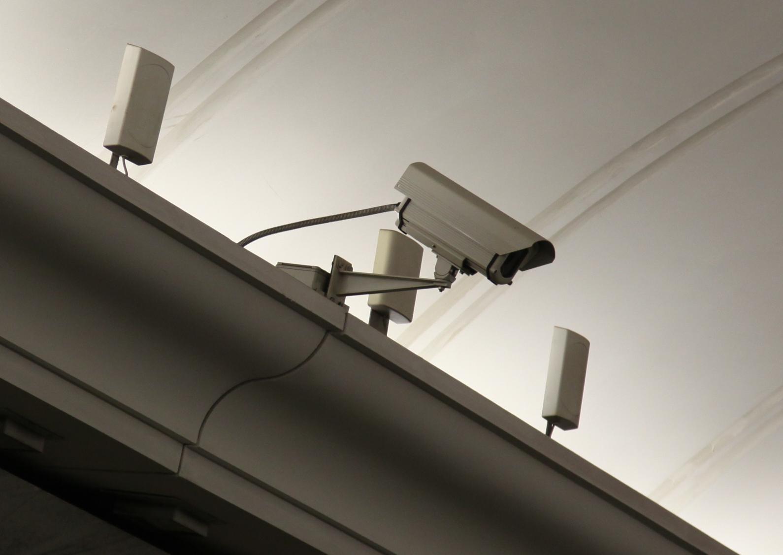 Школы и детсады Москвы получат видеокамеры с распознаванием лиц