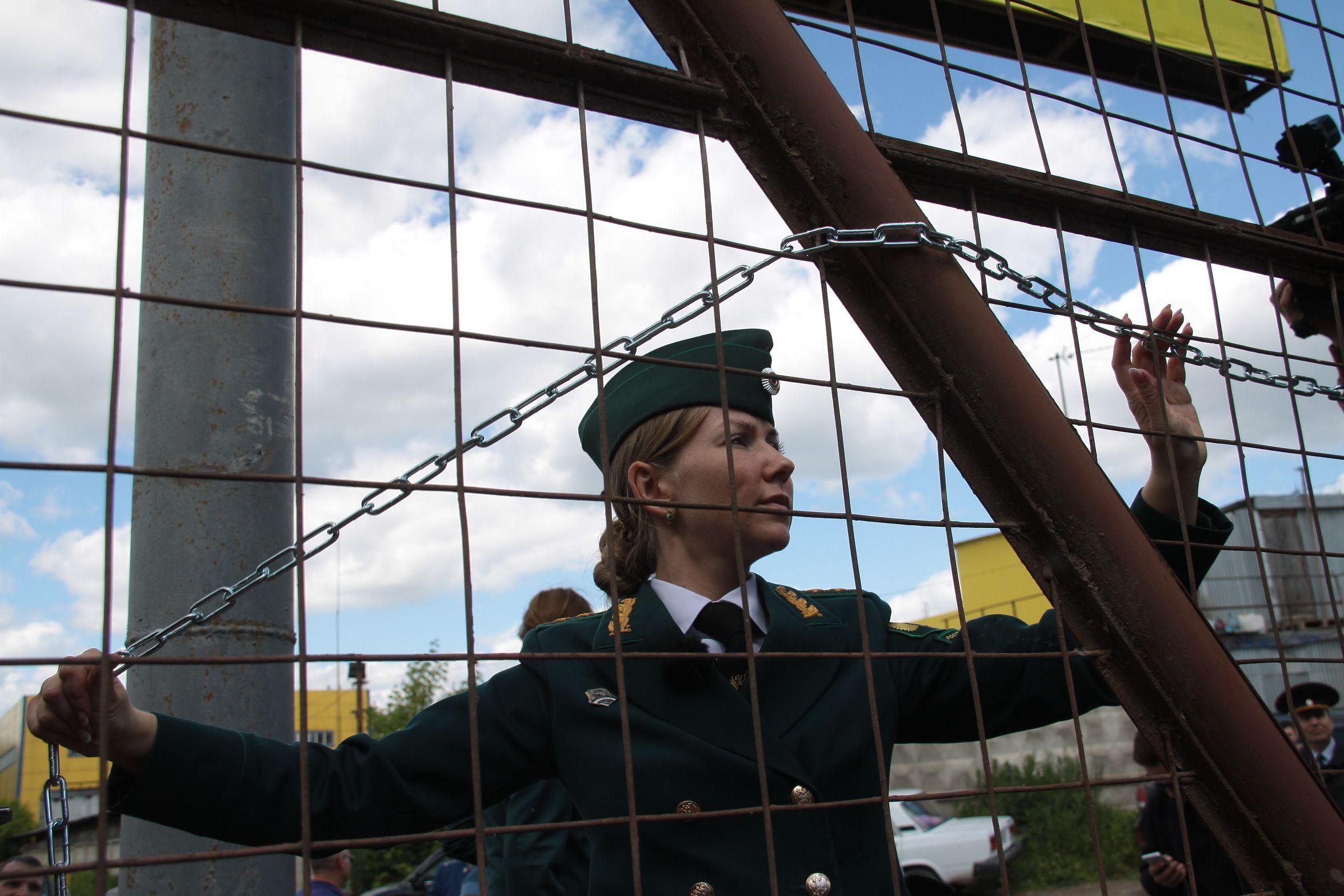 Инспекторы ликвидировали незаконную свалку в Первомайском