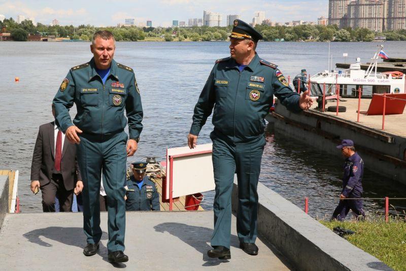 Глава МЧС России проверил готовность московских спасателей к обеспечению безопасности на воде