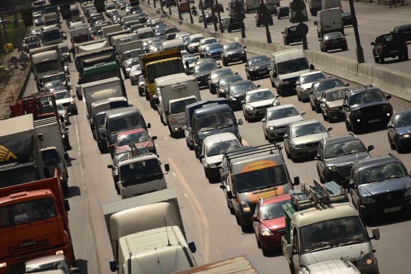 Московских водителей напугали пробками в пятницу