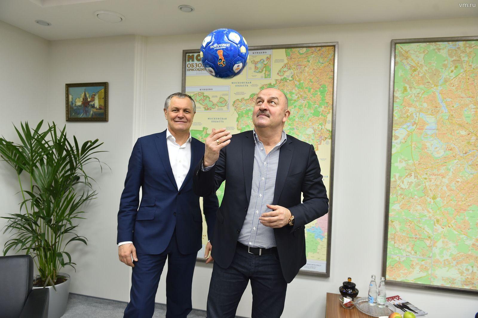 Станислав Черчесов посетил Департамент развития новых территорий города Москвы. Фото: архив «Вечерняя Москва»