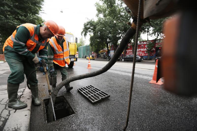 Часть дождевых канализаций привели в порядок в Марушкинском