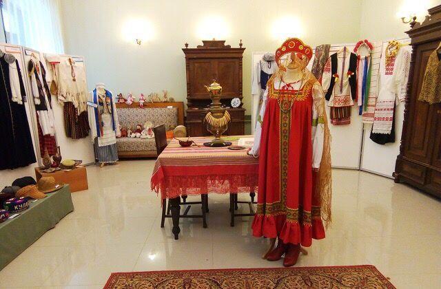 Часть экспонатов выставки костюмов будет выполнена из натурального шелка. Фото: администрация поселения Щаповское