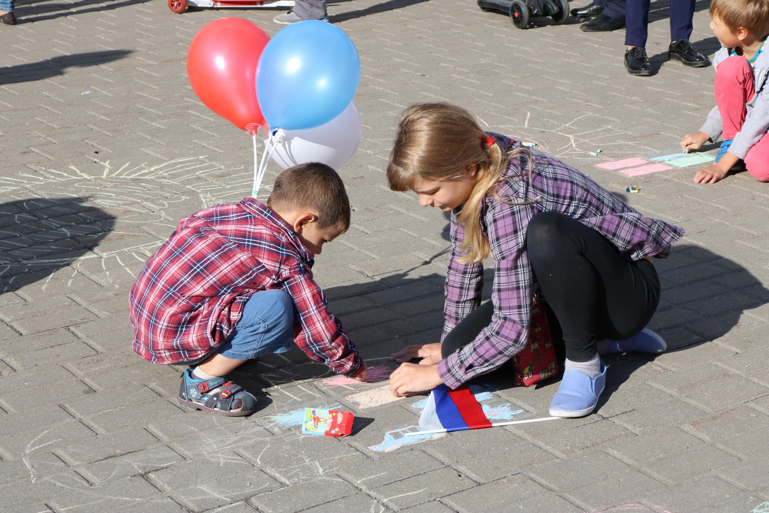 Молодежная палата Рязановского провела праздник ко Дню Государственного флага России