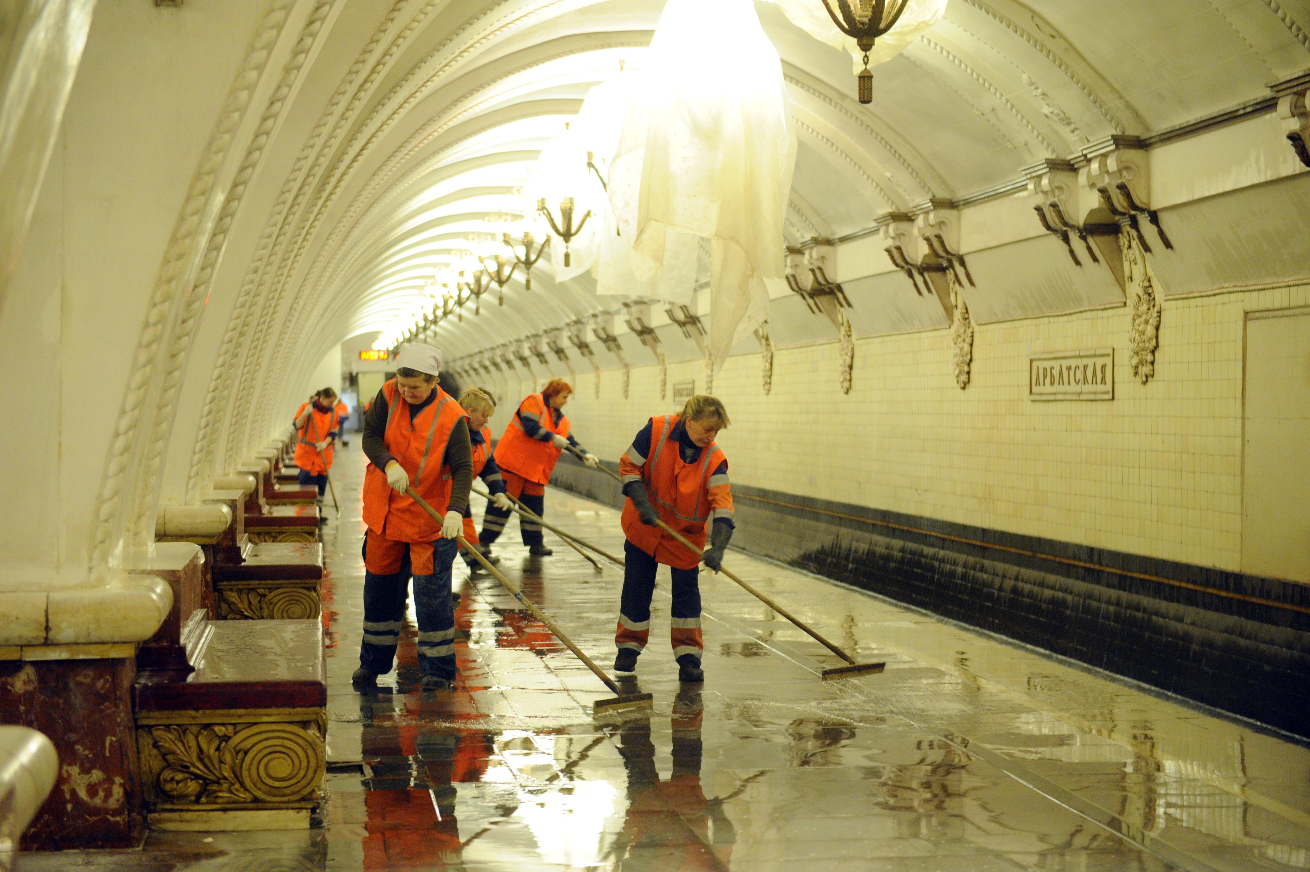 Шампунь приготовили для промывки станций метро ко Дню города