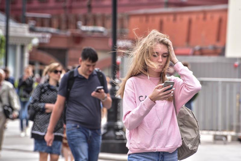 Москвичам пообещали сильный ветер в среду
