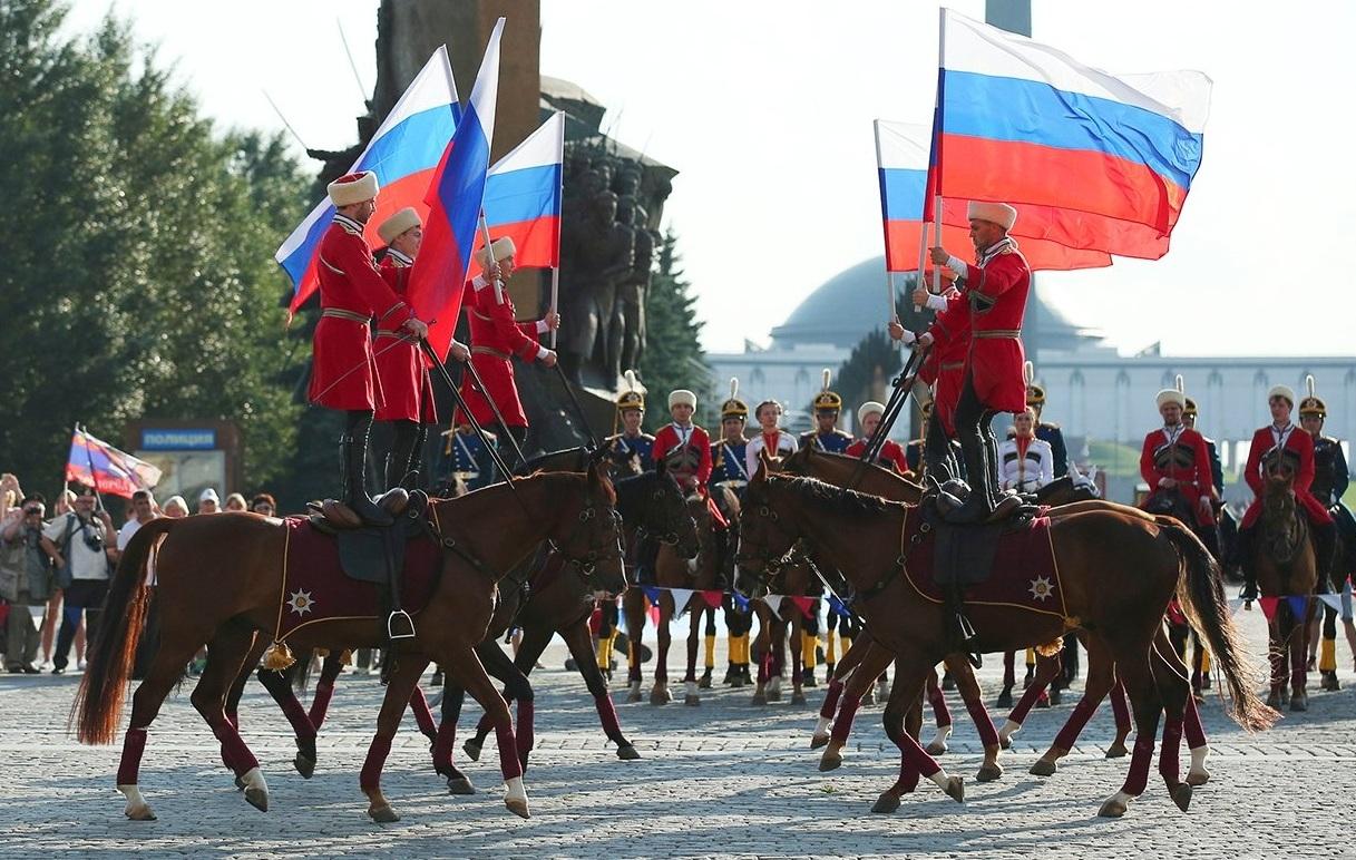 В Парке Победы прошел патриотический флешмоб. Фото: mos.ru