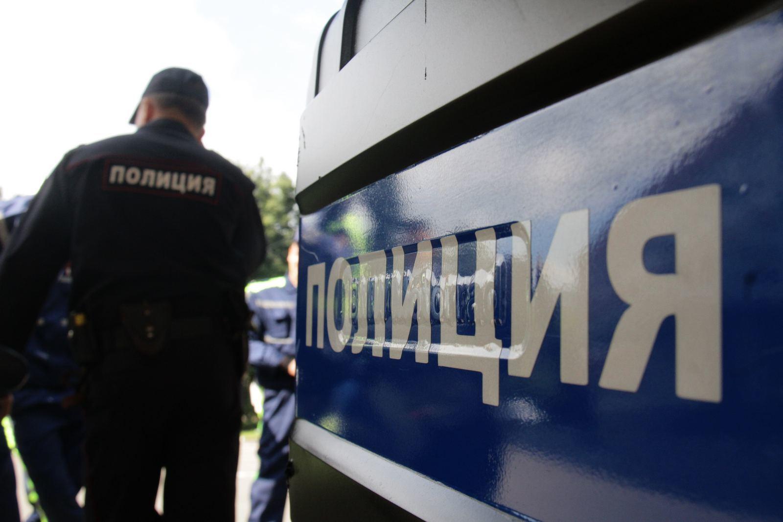 Три миллиона рублей похитили из иномарки на юго-западе Москвы, работает полиция