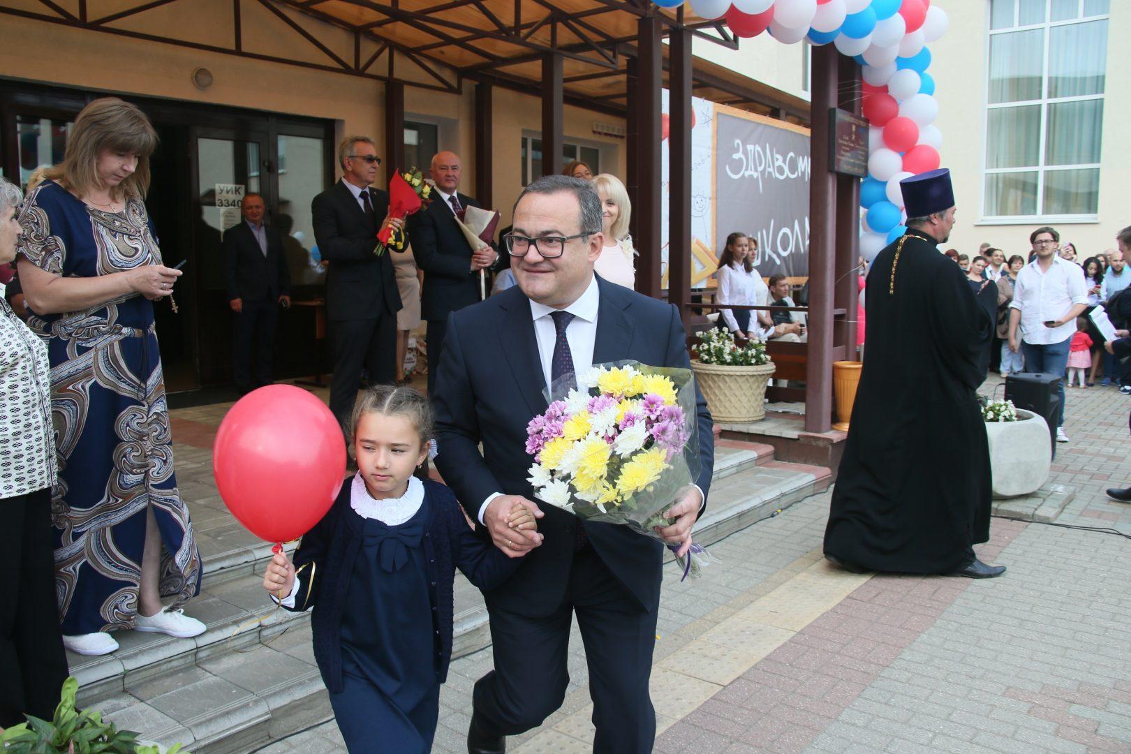 Префект Новой Москвы поздравил школьников с наступившим Днем знаний. Фото: Владимир Смоляков