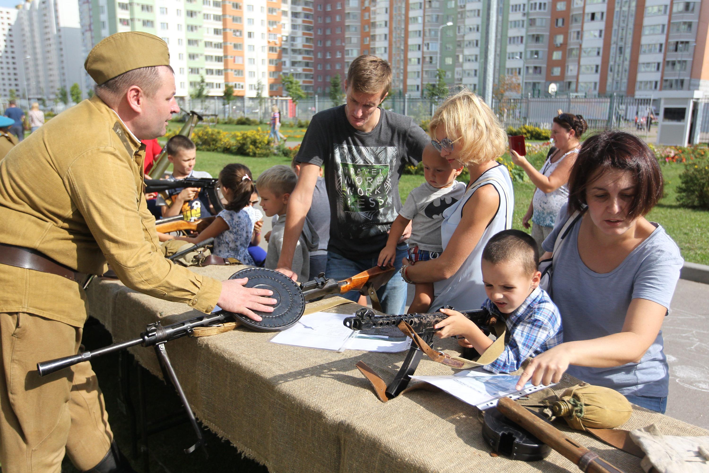 Юные жители поселения помогали родителям опустить бюллетень в урну и участвовали в мастер-классах. Фото: Влажимир Смоляков