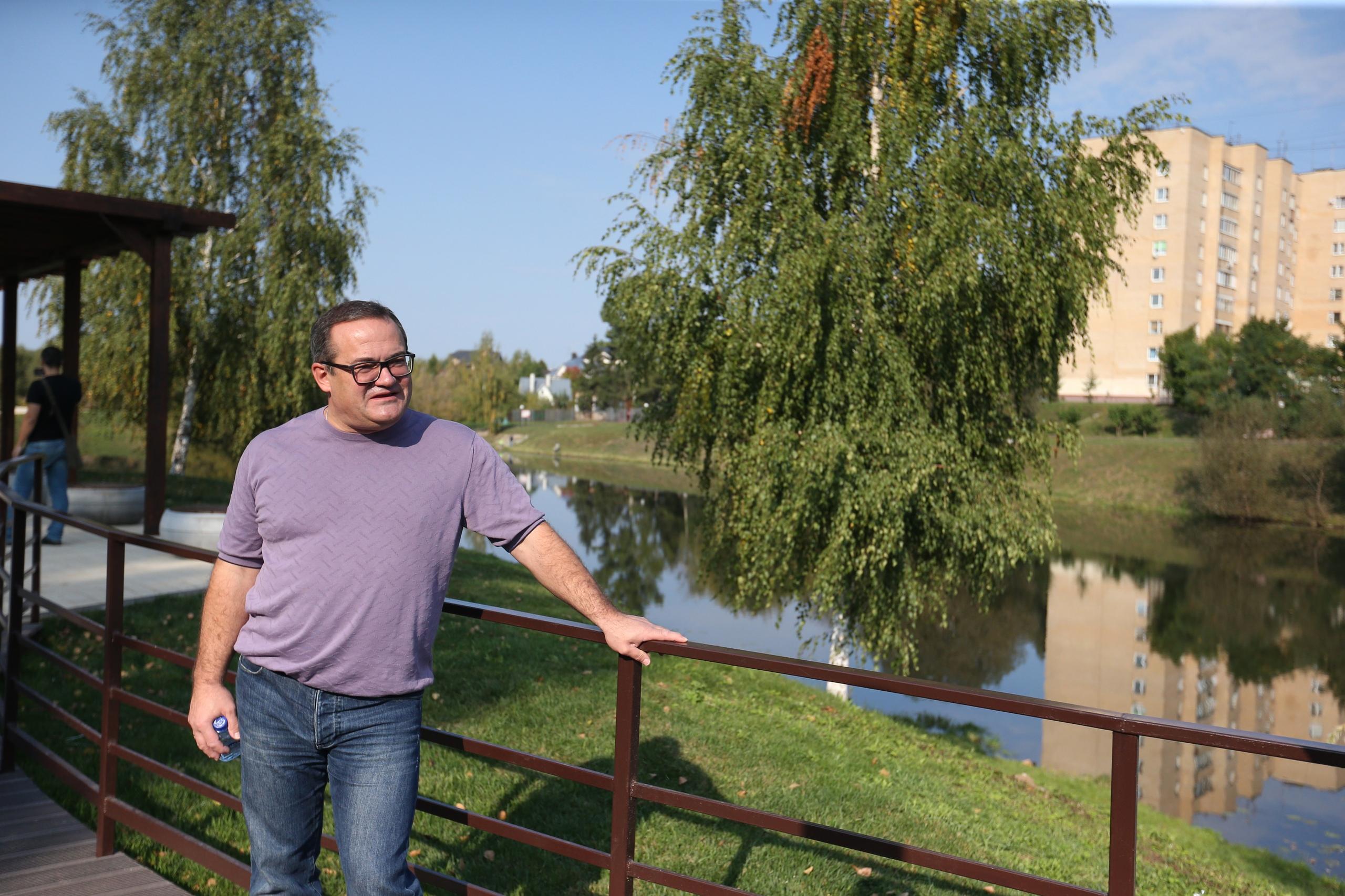 Благоустроенную набережную в Воскресенском осмотрел префект Новой Москвы