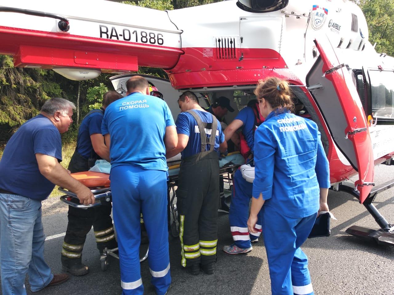 Санитарный вертолет Московского авиационного центра вылетел в деревню Овечкино для эвакуации пострадавшего