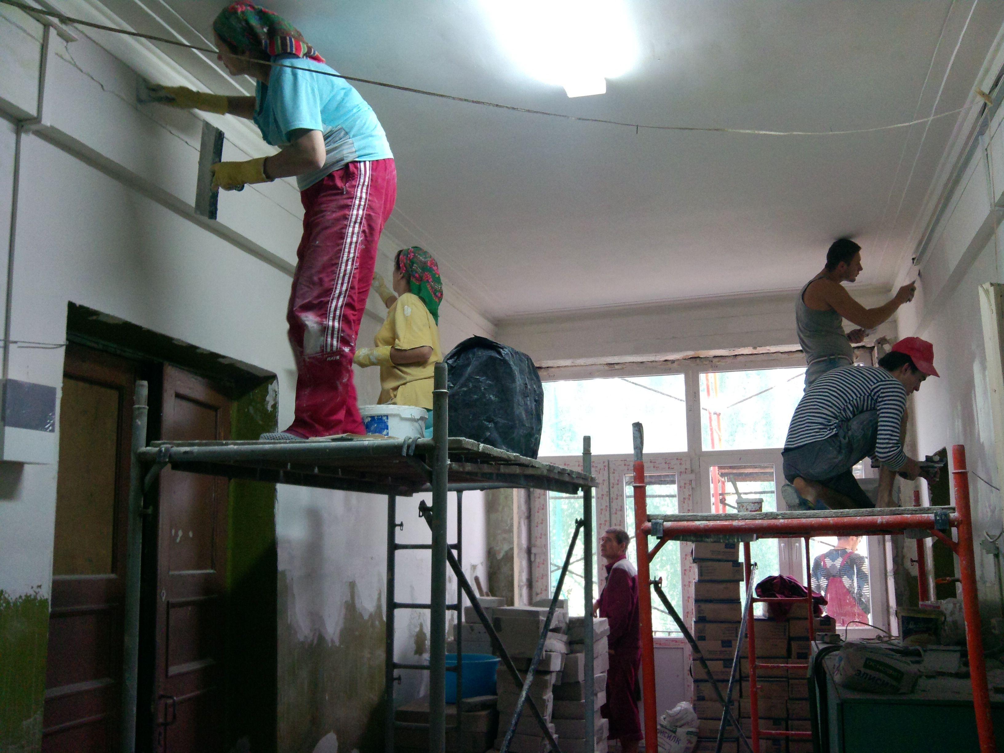 Капитальный ремонт дома перешел в завершающую стадию в поселке Знамя Октября. Фото: архив, «Вечерняя Москва»
