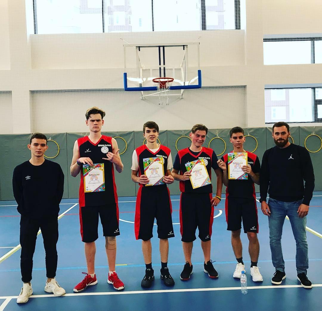 Юные спортсмены из Десеновского одержали победу в соревнованиях по баскетболу. Фото: школа №2070