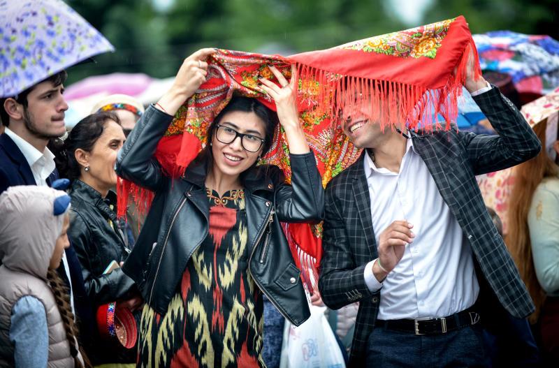 Дождливые выходные пообещали москвичам