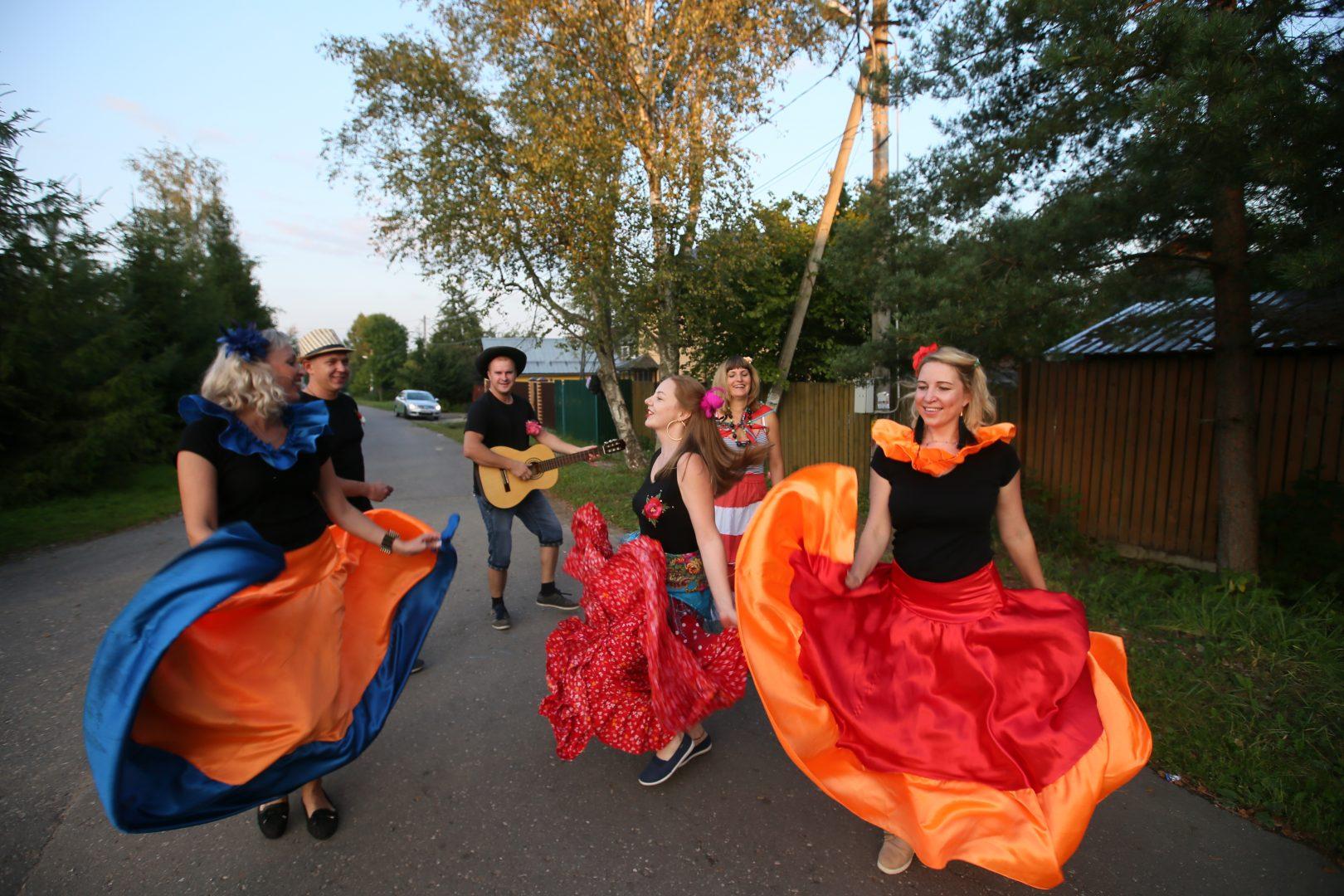 Цыганская вечеринка в деревне Большое Свинорье. Фото: архив