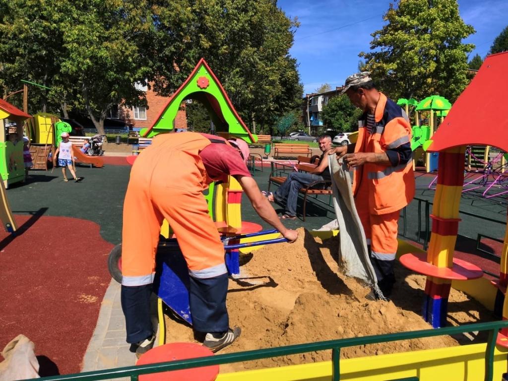 Детскую площадку реконструировали в Краснопахорском