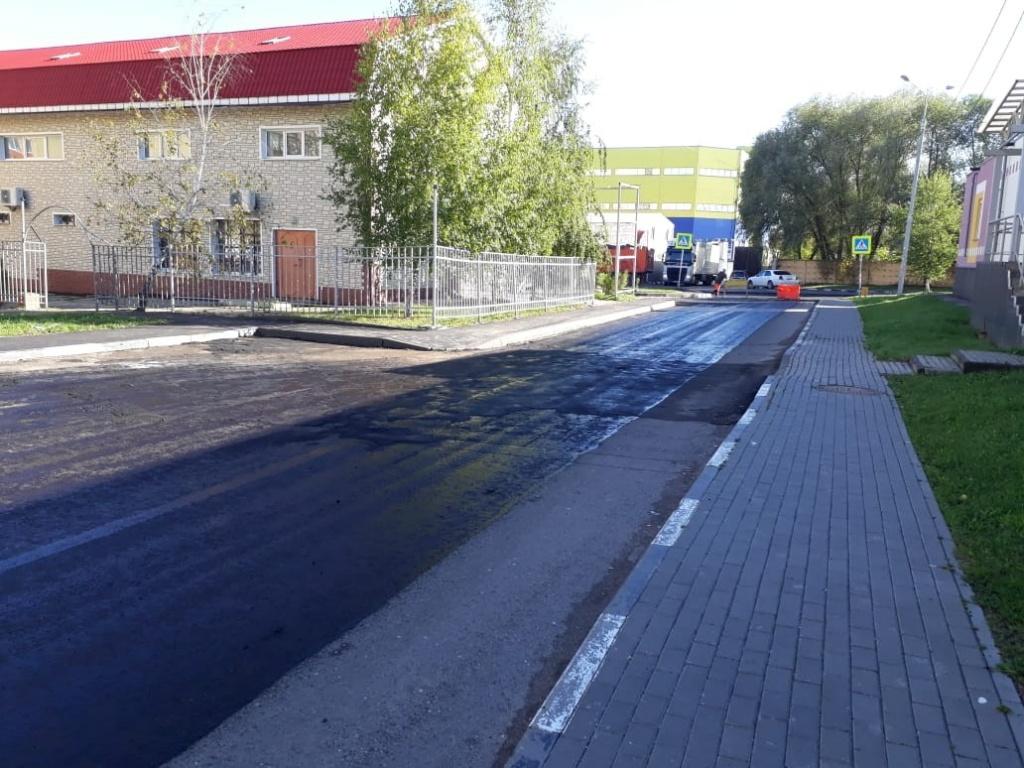 Ремонт подъездной дороги и парковки завершат в поселке Знамя Октября